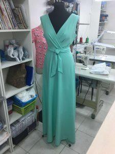 На фотографии вечернее светло-зеленое платье сшитое в г. Краснодар