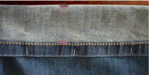 На фото подогнули джинсы