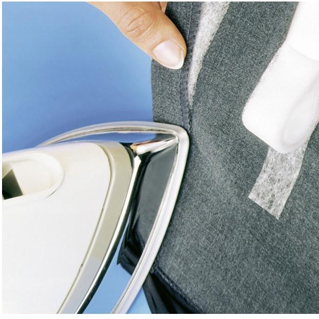 Подшивка брюк с помощью липкой ленты паутинки