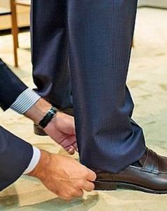 Подшиваем брюки вручную
